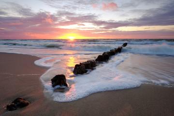 Panel Szklany Współczesny Zachód słońca na wybrzeżu Morza Bałtyckiego,Kołobrzeg,Polska.