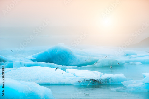 Photo Blue icebergs in Jokulsarlon glacial lagoon at sunset, southern Iceland