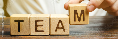 Fotografía  Businessman holds wooden blocks with the word Team