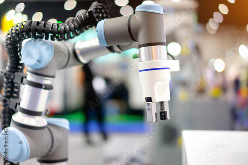 Foto Automation concept: View of electric gripper on universal robot arm