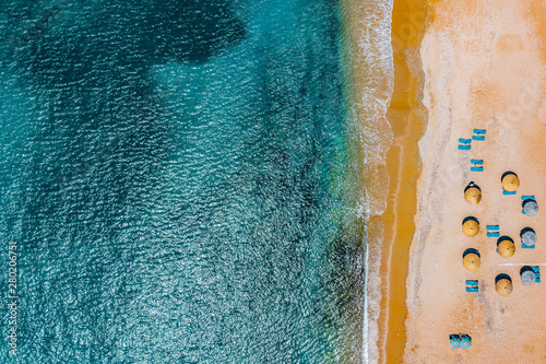 Türaufkleber Blau türkis Aerial view of sandy beach with umbrellas and sun beds in summer. Abstract watercolor background.