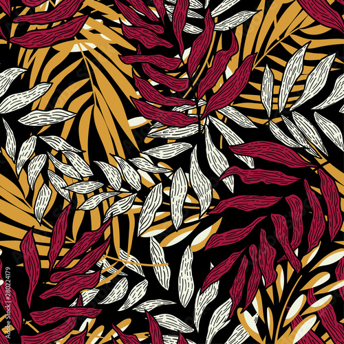 Deurstickers Paradijsvogel Trending abstract seamless pattern with colorful tropical leaves and plants on black background. Vector design. Jungle print. Flowers background. Printing and textiles. Exotic tropics. Fresh design.