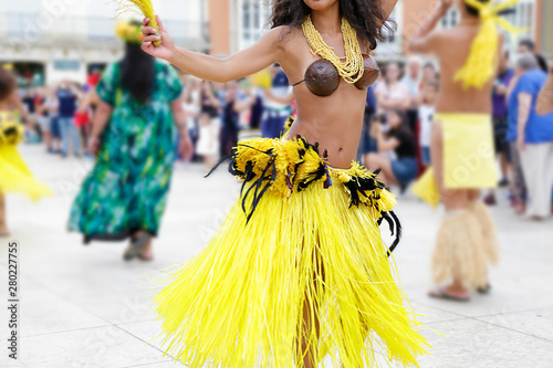 Dancers dancing and wearing the traditional folk costume from Tahiti, French Polynesia. - 280227755