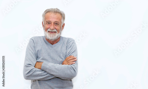Fotomural  Portrait of healthy happy smile senior elderly caucasian old man face with arm crossed isolated on white