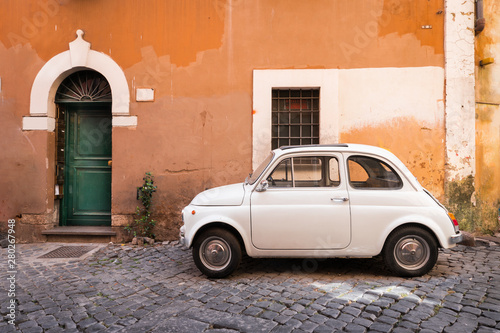 Photo sur Aluminium Vintage voitures Vintage car parked in a cozy street in Trastevere, Rome, Italy, Europe.
