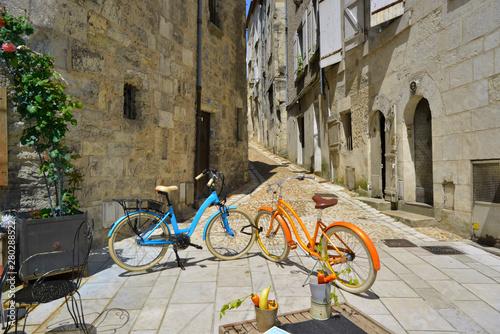 Tête à tête vélo rue du Plantier à Périgueux, Dordogne en Nouvelle-Aquitaine, Fr Slika na platnu