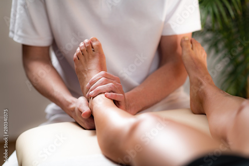 Leg Pain Osteopathy Treatment. - 280340375