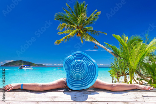 Foto Woman in hat at beautiful Caribbean sea, Mexico