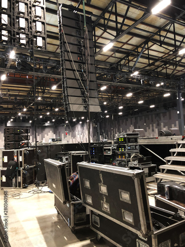 Fotomural Installation of professional sound speakers, line array and stage equipment for a concert