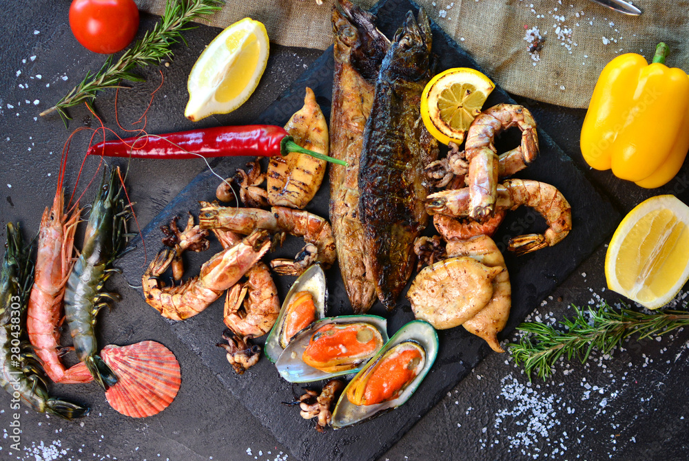 Fototapety, obrazy: Mediterranean dinner with grilled shrimps, mussels, squids and fish. View above.