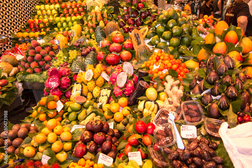 Montage in der Fensternische Barcelona Barcelona, Spain, June 22, 2019: Market stall with fruits and vegetables at Rambla street in Barcelona Catalonia, Spain