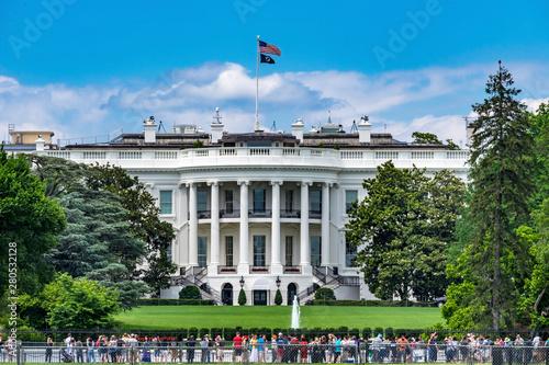 Obraz na plátne Toursits Crowd White House Columns South Washington DC