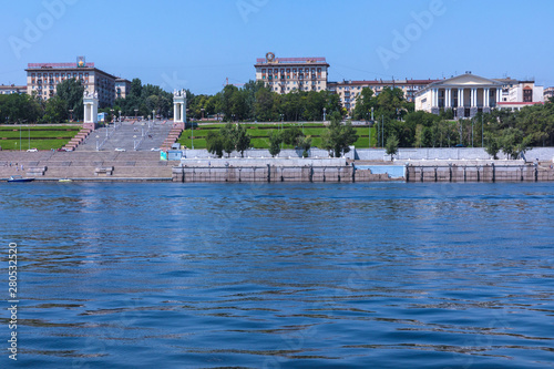Photo View to the embankment of city-hero Volgograd with the central starecase from Vo