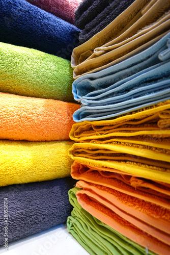 Fotografia  Stacks of colorful bath towels