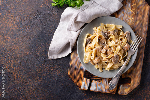 Fotomural  Pasta with chicken and mushroom