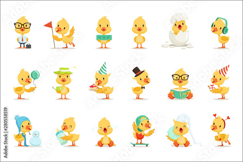 Carta da parati Little Yellow Duck Chick Different Emotions And Situations Set Of Cute Emoji Ill