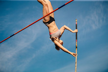 Women Pole Vault Athletics Com...