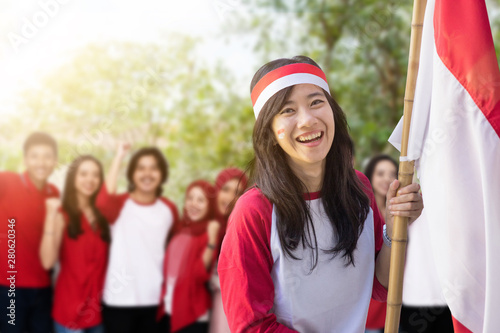 Fotografia  portrait of young beautiful asian woman with indonesian flag