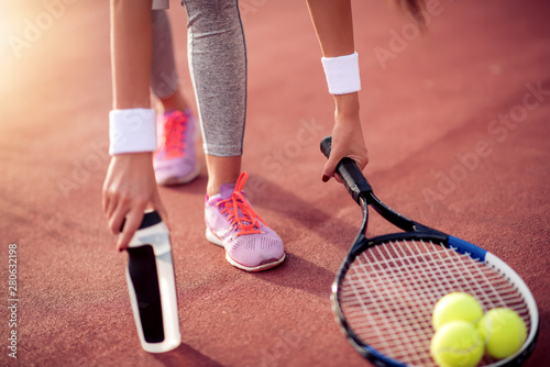 obraz PCV Woman practicing tennis on court