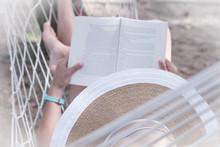 Urlop Z Książką W Ręku