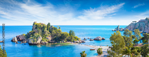 Fotomural  Panoramic view of Isola Bella, small island near Taormina, Sicily, Italy