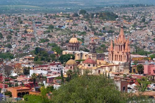 Fototapeta premium Kościół San Miguel Arcangel w wiosce San Miguel De Allende, stan Guanajuato, Meksyk