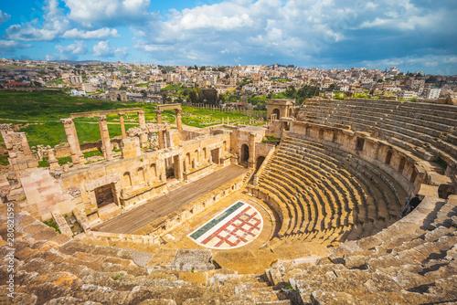 Photo Roman Theatre in Jerash, near Amman, Jordan