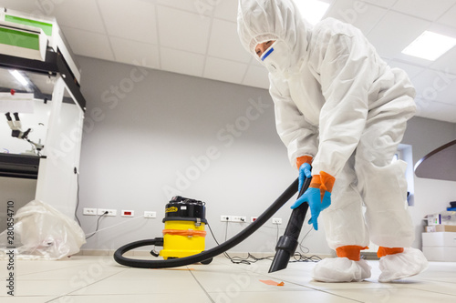 Photo Decontamination of a room after an incident
