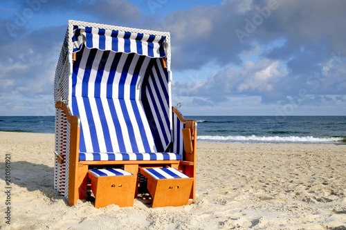 Fototapeta Wybrzeże Bałtyku w letni słoneczny dzień,Kołobrzeg,Polska obraz