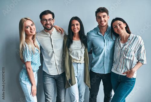 Obraz Group of young people - fototapety do salonu