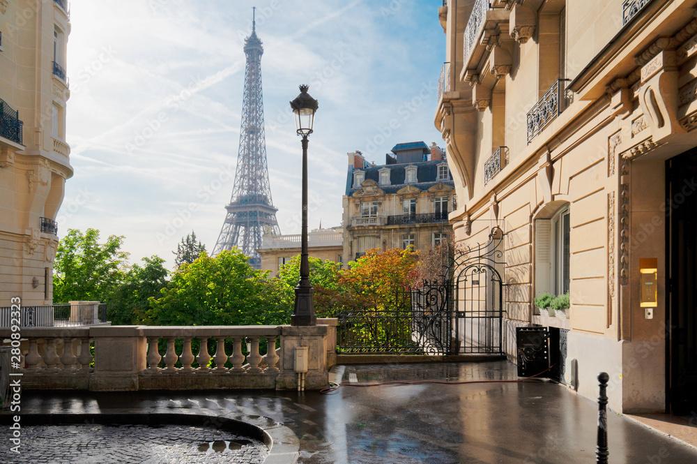 eiffel tour and Paris street