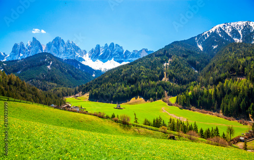 Montage in der Fensternische Lime grun Sunny spring landscape of Dolomite Alps, Italy. Green meadows with dandelions.