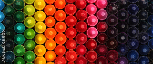 Obraz Box of crayons in a rainbow of colors background - fototapety do salonu