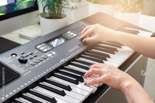 Woman playing on synthesizer - 280950774