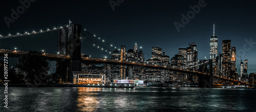 Fotografie, Tablou Brooklyn Bridge and Jane's Carousel with views of downtown Manhattan