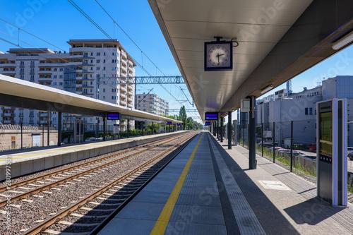 Obraz Train Station in the City - fototapety do salonu