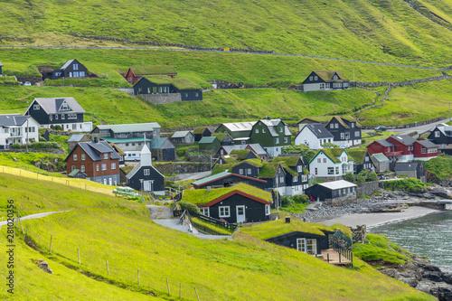 Montage in der Fensternische Pistazie Bour village. Typical grass-roof houses and green mountains. Vagar island, Faroe Islands. Denmark. Europe.