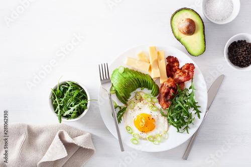 Obraz healthy keto breakfast: egg, avocado, cheese, bacon - fototapety do salonu