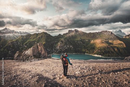 Trekking e alpinismo sulle dolomiti Wallpaper Mural