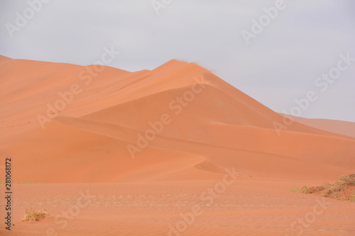 Cadres-photo bureau Desert de sable Landscape dune of Namib-Naukluft National Park is a national park of Namibia encompassing part of the Namib Desert (considered the world's oldest desert) and the Naukluft mountain range.