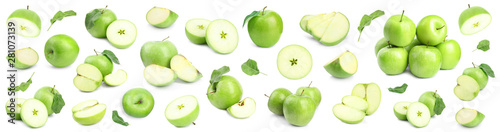 Obraz Fresh ripe green apple on white background - fototapety do salonu