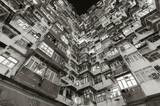 Stary budynek mieszkaniowy w Hong Kong - 281158988