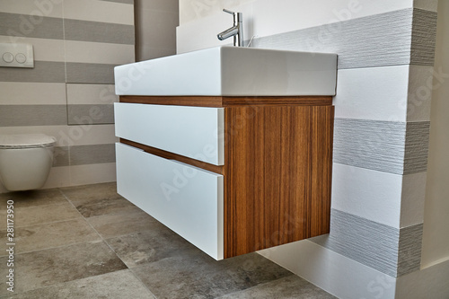Fotografia Wall mounted bathroom vanity in luxury bathroom with striped tiles