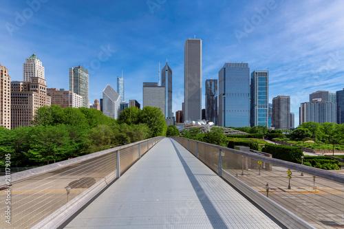 Poster Los Angeles Chicago City skyline and Millennium Park at sunny summer day, Nichols Bridge-way, Chicago, Illinois, USA