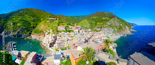 Vernazza village with typical colorful multicolored buildings houses, Castello D Tablou Canvas
