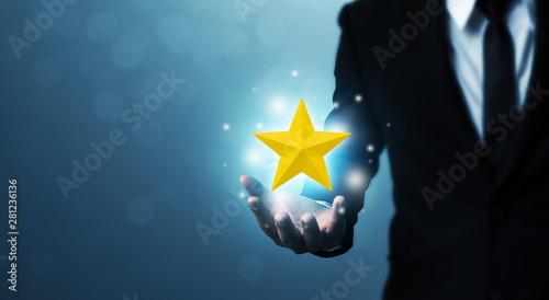 Fotomural Businessman hands hold a five-star gold shape