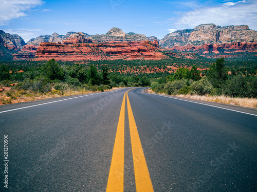 Photo  Driving in Sedona, Arizona towards Mescal Mountain