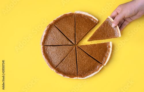 Photo  Sliced pumpkin pie. Taking a pie slice.