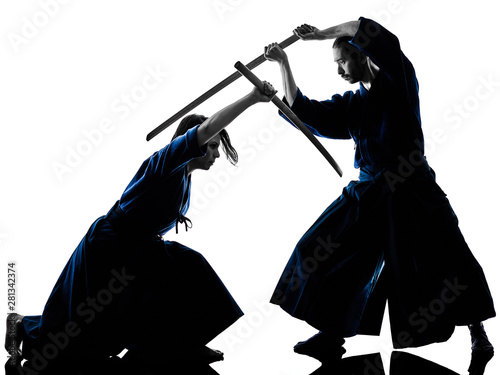 Photo  caucasian man and woman practicing laido Katori Shinto ryu isolated shadow silho