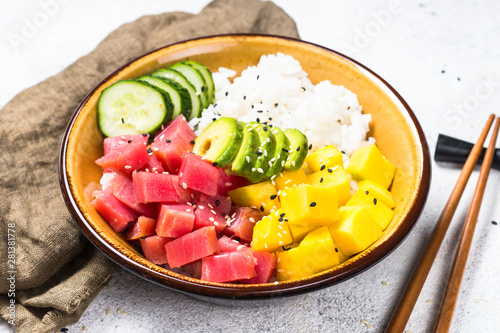 Photo sur Toile Pierre, Sable Tuna poke bowl with rice, avocado, mango and cucumber on white table.